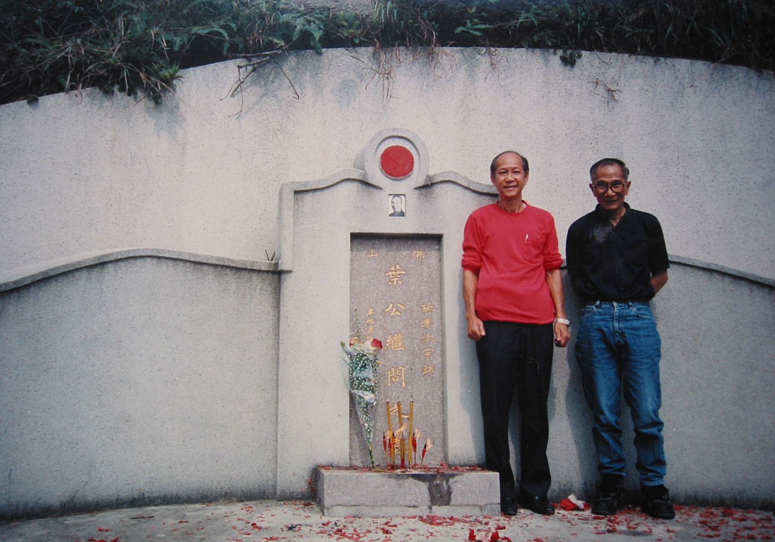Lo Man Kam and Yip Chun on Yip Mans grave